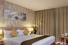 1 Queen Deluxe Room at Days Hotel & Suites Jakarta Airport