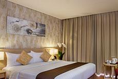 1 Queen Deluxe Room at Days Hotel & Suites Jakarta Airport